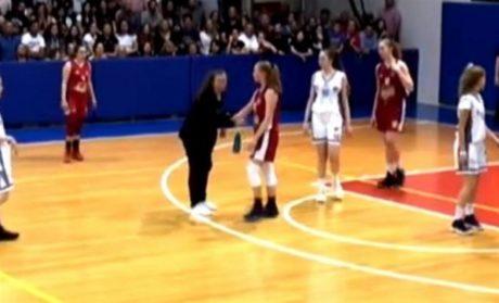 Ελληνίδες μάνες διακόπτουν δύο αγώνες μπάσκετ επειδή Ελλάδα