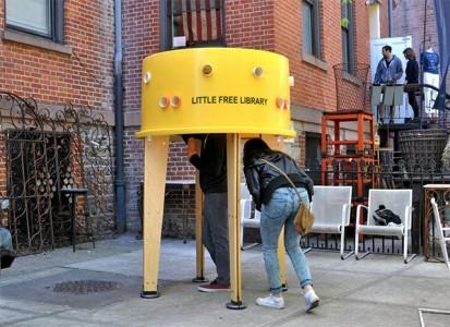 Μια Μινιατούρα Βιβλιοθήκη στους Δρόμους της Νεας Υόρκης