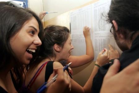 Το 91% των πρώτων στις Πανελλήνιες δε στερήθηκε τίποτα, δείχνει νέα έρευνα