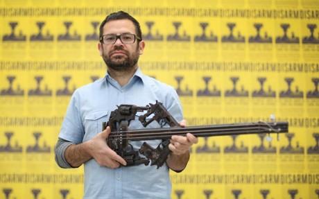 Αφοπλισμός: Η μηχανική ορχήστρα από παροπλισμένα όπλα