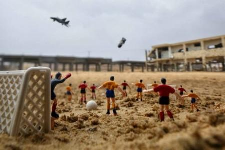 WAR-TOYS: Σκηνές πολέμου φτιαγμένες από παιχνίδια