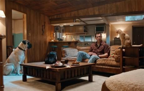 The Voices: Η ταινία στην οποία ο Ryan Reynolds σκοτώνει επειδή του το είπε η γάτα του