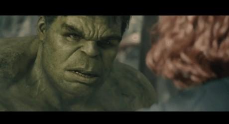 """Ο Hulk πλακώνει στα μπουνίδια τον Iron Man στο νέο, ατμοσφαιρικό τρέιλερ των """"Avengers"""""""