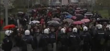 Σε ένδειξη διαμαρτυρίας για το bullying, κάτοικοι των Ιωαννίνων επιχειρούν να λιντσάρουν φοιτητές