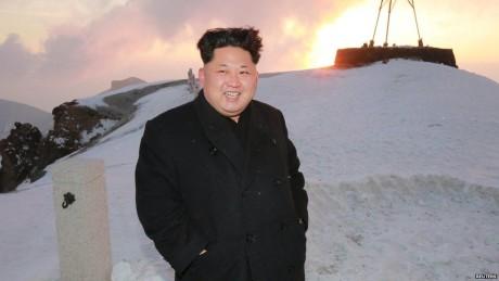 O Kιμ Γιονγκ-Ουν ανέβηκε στο ψηλότερο βουνό της Β. Κορέας με μοκασίνια (PHOTOS)