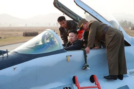 To μούσι της ημέρας: O Κιμ Γιονγκ-Ουν έσκισε τους ουρανούς με βορειοκορεάτικο αεροπλάνο (VIDEO)