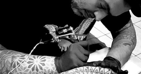 Luben #ColorYourSkin: Για το Eightball το τατουάζ είναι τέχνη και ψυχοθεραπεία
