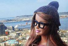 Η Hipster-Barbie κοροϊδεύει κλισέ φωτογραφίες στα social media