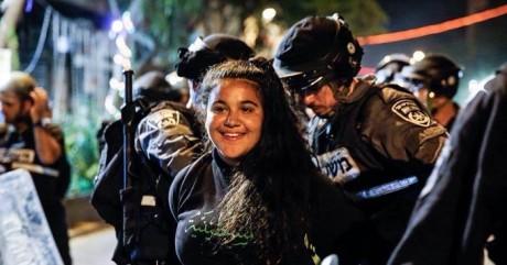 Παλαιστίνιοι αποφασίζουν να συλλαμβάνονται χαμογελώντας (PHOTO)