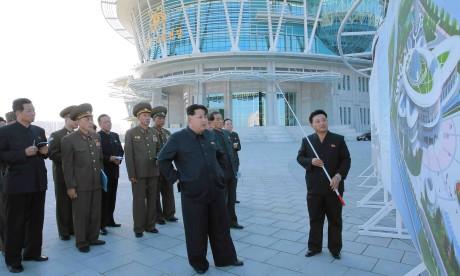 H Β. Κορέα φτιάχνει κτήριο που μοιάζει με Άτομο και όλοι έχουν χεστεί απάνω τους (PHOTOS)