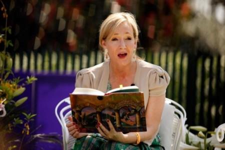 H J.K. Rowling έβγαλε κι άλλο sequel του Χάρι Πότερ αλλά θα είναι θεατρικό έργο