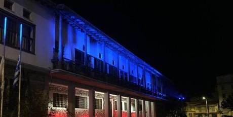 O Mπέος φώτισε το Δημαρχείο Βόλου στα χρώματα της σημαίας της πρώην Γιουγκοσλαβίας (VIDEO)