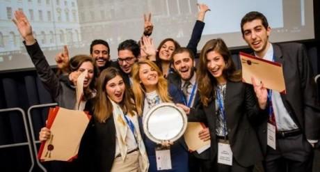 Όχι, τα ελληνικά ΑΕΙ δε γαμάνε:  Πρωταθλήτρια κόσμου η Νομική Αθηνών σε διεθνή διαγωνισμό (PHOTO)