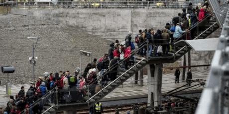 Δεν είναι hoax: Η Δανία όντως θέλει να ξαλαφρώσει τους πρόσφυγες απ' τα χρυσαφικά τους