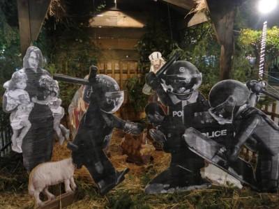 Η πιο τίμια φάτνη των φετινών Χριστουγέννων βρίσκεται σε πλατεία του Αγρινίου (PHOTO)