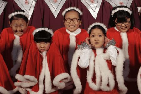 Τα 8 πιο Λούμπεν Χριστουγεννιάτικα έθιμα απ' όλο τον κόσμο που συγκίνησαν ακόμα και τους άθεους