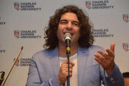 Εντωμεταξύ πανεπιστήμιο της Αυστραλίας χρίζει πρεσβευτή ελληνικών γραμμάτων τον Νίκο Κουρκούλη