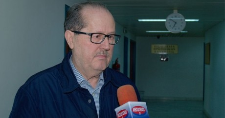 Ο Δήμαρχος Καλαμάτας μας ενημερώνει πως δεν υπάρχει ανεργία και ότι οι νέοι αράζουν στις παραλίες
