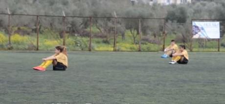 Με καθιστική διαμαρτυρία προσπαθούν να ΦΙΜΩΣΟΥΝ τον Μπογδάνο ποδοσφαιρίστριες στη Ζάκυνθο (VIDEO)