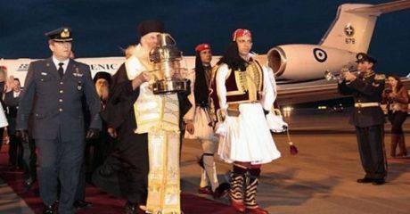 Με πρωθυπουργικό αεροσκάφος και τιμές αρχηγού κράτους θα σκάσει και φέτος Ελλάδα το Άγιο Φως