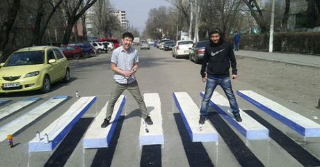 3-D γκράφιτι στους δρόμους θα χρησιμοποιούν στην Ινδία για τη μείωση των ατυχημάτων (PHOTO)