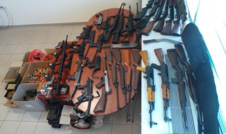 Για όποιον ψάχνει ένοπλους τρομοκράτες: Χρυσαυγίτες συνελήφθησαν με δύο αποθήκες όπλα στην Κρήτη