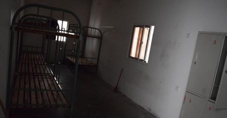 Στοιβαγμένοι σαν σαρδέλες ζούσαν οι εργάτες που κατασκεύαζαν iPhone 6 στη Σαγκάη (PHOTOS)