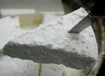 Μας παίρνουν τη φέτα: Θα σταματήσει να είναι Προστατευόμενη η Ονομασία Προέλευσης του τυριού μας