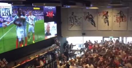 Άγγλοι οπαδοί εκτοξεύουν μπυρόνια μετά το νικητήριο γκολ του Sturridge επί της Ουαλίας (VIDEO)