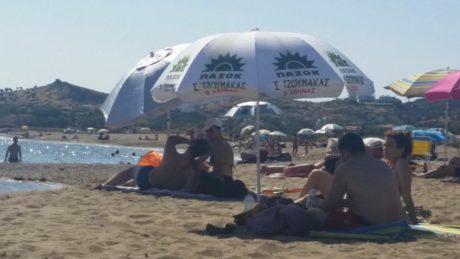 ΗΠΑ: 55χρονη πήγε να γιορτάσει τα γενέθλιά της σε παραλία και σκοτώθηκε από ιπτάμενο κοντάρι ομπρέλας