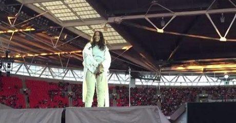 Ιδού οι πρώτες συνέπειες του Brexit: Σε μισοάδειο Wembley έδωσε συναυλία η Rihanna (PHOTOS)