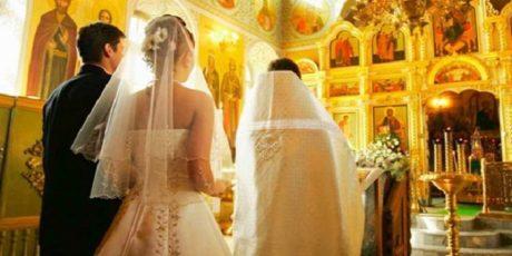 Κουμπάρος παπάς το έχασε τελείως και βάρεσε τον κουμπάρον σε γάμον στην Κύπρον