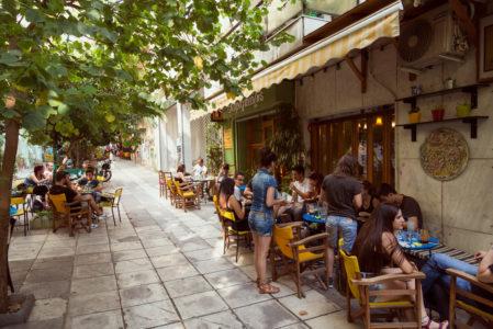Ο Καραγκιόζης ξεκίνησε σα γλυκάδικο κι έγινε ένα από τα πιο αγαπημένα καφενεία των Εξαρχείων