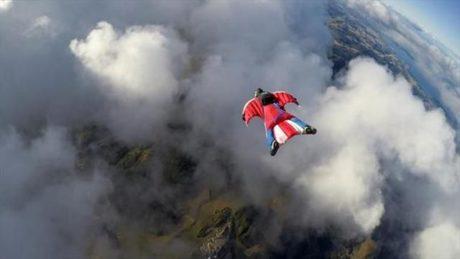 Ιταλός λάτρης του base jumping μετέδωσε τη βουτιά θανάτου του live στο facebook