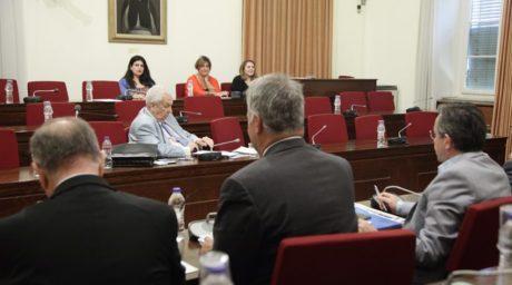 Ξεκατίνιασμα μεταξύ νομοταγούς καναλάρχη και φαλακρού βουλευτή της Χ.Α συνέβη σήμερα στην βουλή