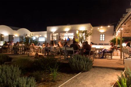 Υam: To αγαπημένο μας cocktail bar της Αντιπάρου εξελίχθηκε σ'έναν family-friendly πολυχώρο