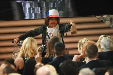 Tα παιδάκια του Stranger Things μοίρασαν σάντουιτς στα βραβεία EMMY και ήταν τέλειο (PHOTOS)