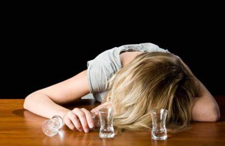 Στα τσιγάρα, τα ποτά και τα ξενύχτια ξέπεσαν τζογάροντας τα ελληνόπουλα, σύμφωνα με ευρωπαική έρευνα