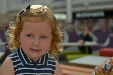 Καμία ελπίδα: Kοριτσάκι πνιγόταν στα McDonald's  και o κόσμος τριγύρω τραβούσε βίντεο
