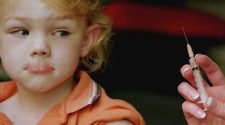 Ένας παιδίατρος καταρρίπτει σε 6+1 σημεία όλα τα επιχειρήματα αυτών που είναι ενάντια στα εμβόλια
