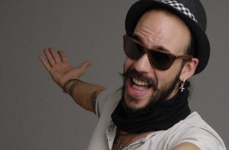 Τελικά δε θα μεταναστεύσει στην Αμερική ο Πάνος Μουζουράκης επειδή έπιασε δουλειά στο the Voice (VIDEO)