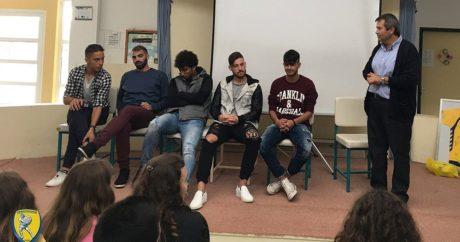 Οι παιχταράδες του Παναιτωλικού συμμετείχαν σε σχολική εκδήλωση ενάντια στο ρατσισμό (PHOTO)