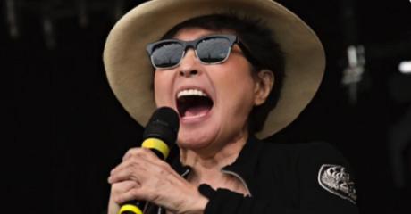 Το ηχητικό μήνυμα της Yoko Ono για την εκλογή Trump στο Twitter είναι όλα τα λεφτά (VIDEO)