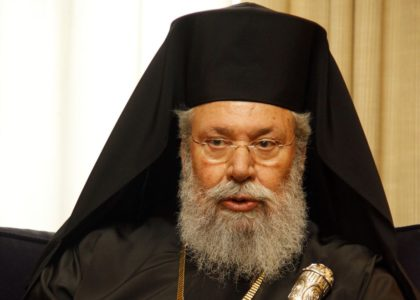 """Ο Αρχιεπίσκοπος Κύπρου ετοιμάζεται να ανοίξει σχολειά που θα """"κάνουν κανονικούς ανθρώπους"""" και όχι ομοφυλόφιλους (VIDEO)"""