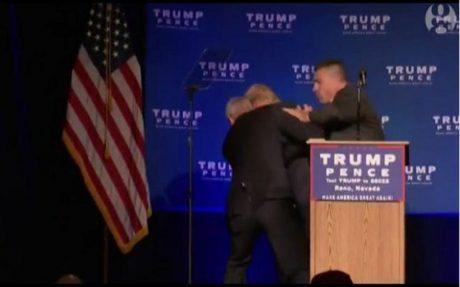 "Nevada: Τύπος σπέρνει τον πανικό σε ομιλία του Trump, φωνάζοντας ""ΟΠΛΟ"" (PHOTOS)"
