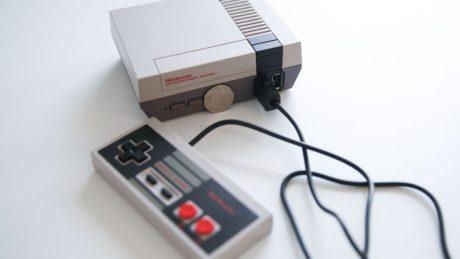 Η επανακυκλοφορία της θρυλικής κονσόλας NES της Nintendo είναι ο καλύτερος λόγος για να πιστέψεις στον Άι Βασίλη (PHOTO)