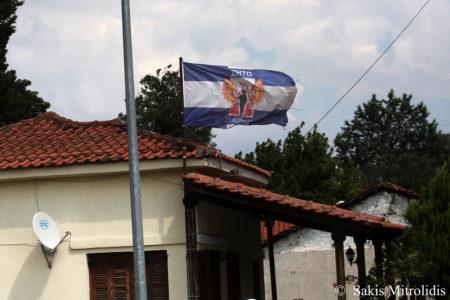 Ειδομένη: Έφυγαν οι πρόσφυγες και κάποιοι κάτοικοι εκδηλώθηκαν, υψώνοντας σημαίες της χούντας