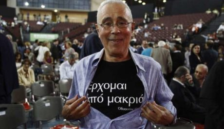 Ο Κώστας Ζουράρις δίνει λύση στο τι κάνεις αν έχεις τρία πουκάμισα και δε μπορείς να διαλέξεις (PHOTO)