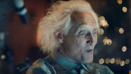 Βγάλτε χαρτομάντηλα: Αυτή είναι ίσως η πιο συγκινητική διαφήμιση των φετινών Χριστουγέννων (VIDEO)