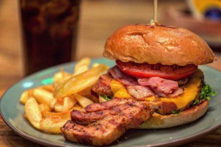 Στο Βail Burger Bar η απόλαυση είναι εγγυημένη
